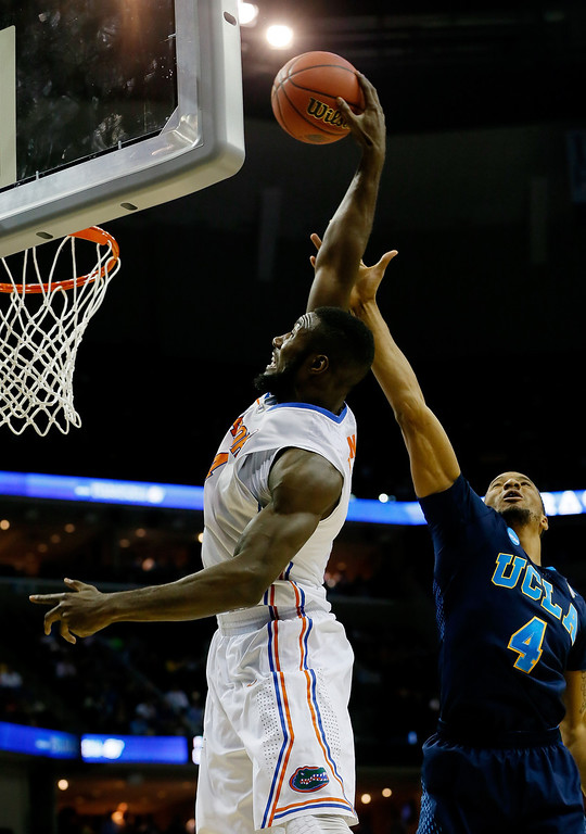 . Patric Young #4 of the Florida Gators goes to the basket as Norman Powell #4 of the UCLA Bruins defends during a regional semifinal of the 2014 NCAA Men\'s Basketball Tournament at the FedExForum on March 27, 2014 in Memphis, Tennessee.  (Photo by Kevin C. Cox/Getty Images)