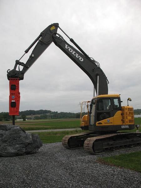 NPK GH10 hydraulic hammer on Volvo EC235CL excavator (5).JPG