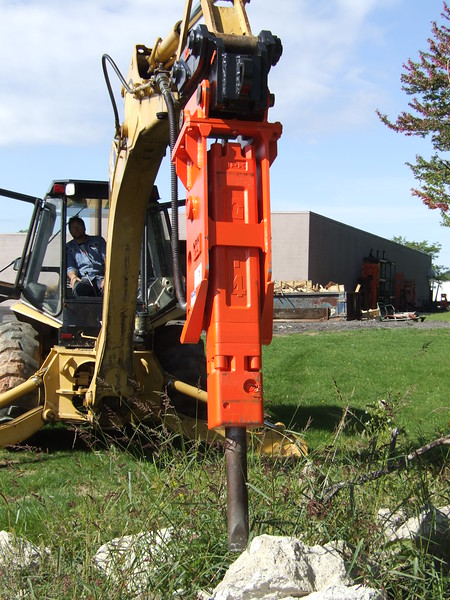 NPK GH4 hydraulic hammer with quick attachon Cat backhoe at NPKCE (32).JPG
