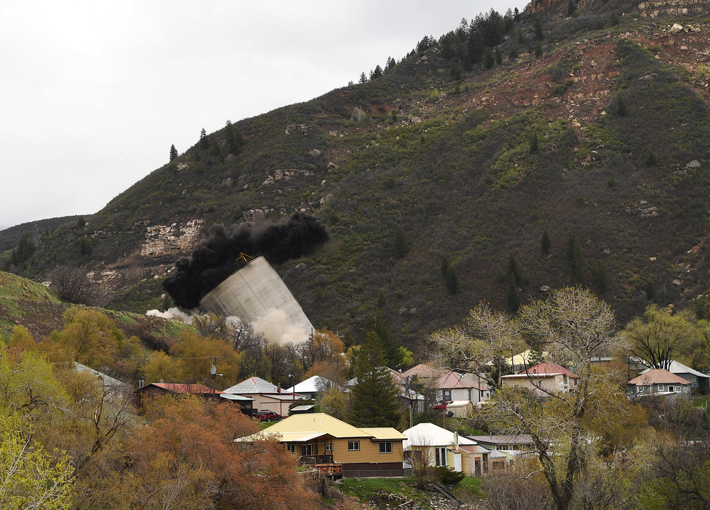 . As part of environmental reclamation work at the Oxbow Mine, a concrete coal silo, which was used for loading coal onto trains, was demolished in Somerset, Colorado, April 29, 2016. The town has a rich history of coal mining dating back to the late 1800s. (Photo by RJ Sangosti/The Denver Post)