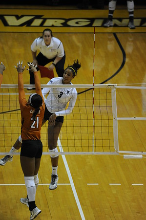 31314_ Volleyball vs. Texas