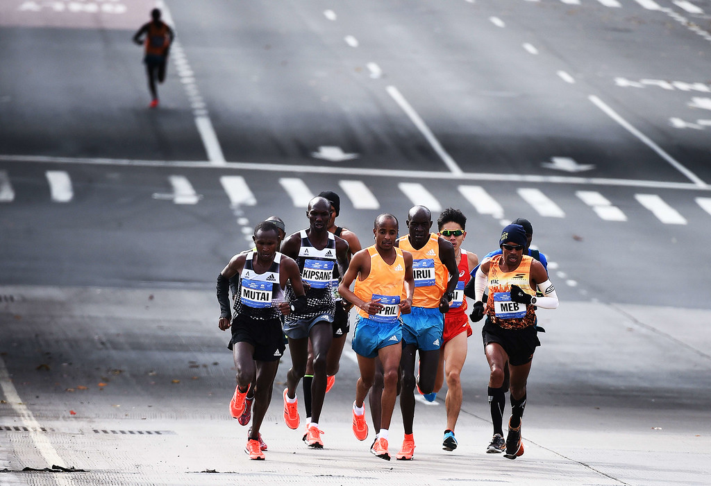 . Kenya\'s Wilson Kipsang (2nd-L) runs along with other participants in the New York City Marathon on November 2, 2014. Kipsang won the New York City Marathon men\'s title, defeating Ethiopia\'s Lelisa Desisa with a strong push to the finish line. Kipsang won the 26.2-mile race in an unofficial time of two hours, 20 minutes and 59 seconds with Desisa four seconds back. AFP PHOTO/Jewel SamadJEWEL SAMAD/AFP/Getty Images