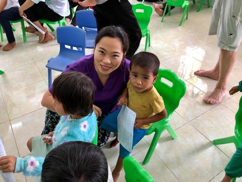 Linh w children.jpg