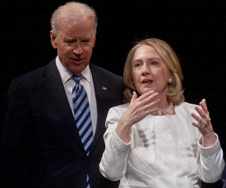 """. <p><b><a href=\'http://www.cbsnews.com/8301-250_162-57596111/amid-2016-speculation-hillary-clinton-and-biden-meet/\' target=\""""_blank\""""> 4. Hillary Clinton & Joe Biden </a></b> <p>One of them is the next Democratic presidential nominee. The other is Joe Freaking Biden. (unranked) <p> --------------------------------------------      (Nicholas Kamm/AFP/Getty Images)"""