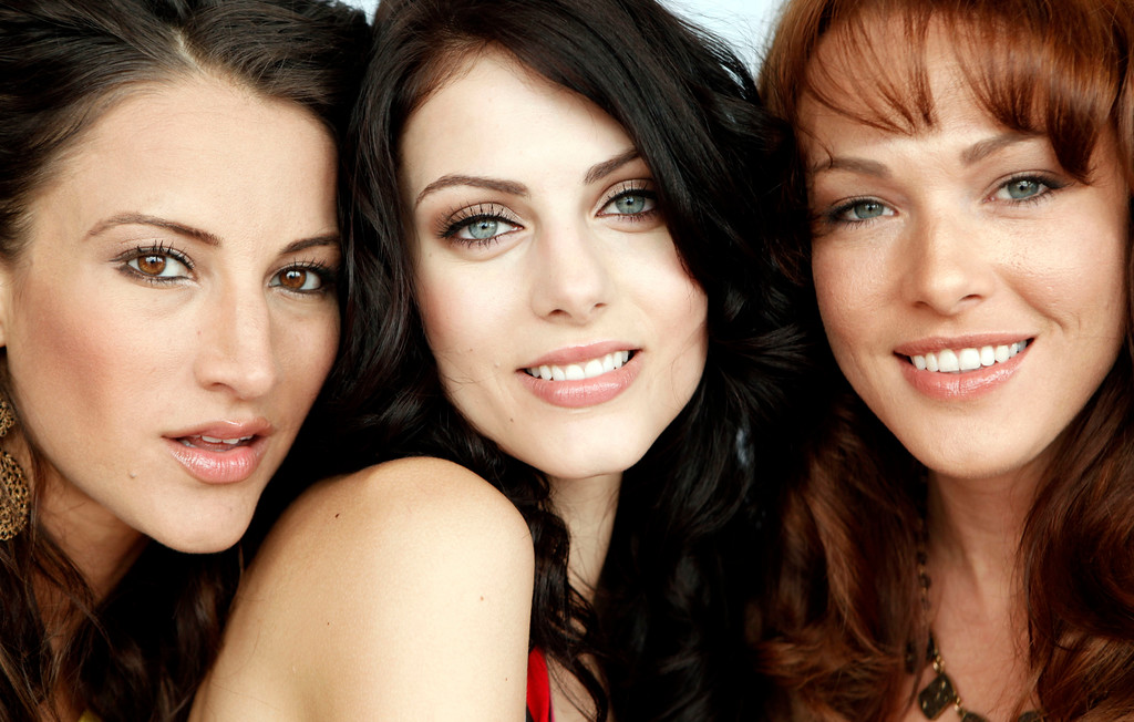 """. Actresses Julia Voth, center, Erin Cummings, right, and America Olivo, from the film \""""Bitch Slap\"""", pose for a portrait during the 62nd International film festival in Cannes, southern France, Wednesday, May 13, 2009. (AP Photo/Matt Sayles)"""