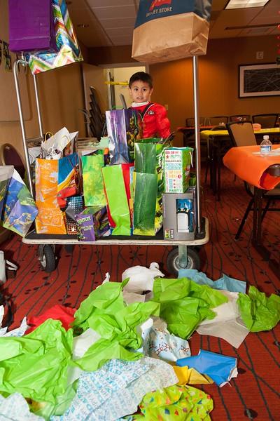 Brendon 4th Birthday October 26, 2013 0103.JPG
