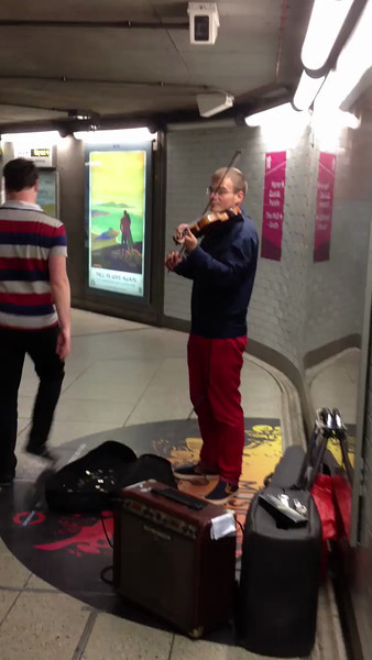 Really striking acoustics in the Tube