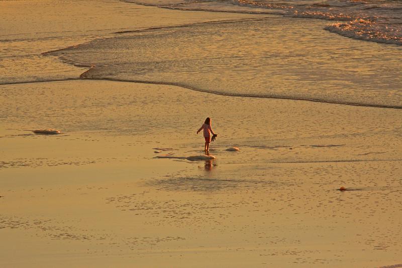 WB~Ocean Beach teddy bear girl1280.jpg
