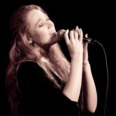 Ana à Saubrigues - Avril 2011