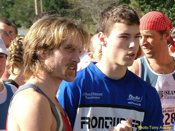 2004 Hatley Castle 8K - Race winner Steve Osaduik