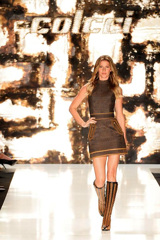 . Gisele Bündchen walks the runway at the Colcci fashion show during Sao Paulo Fashion Week Winter 2015 at Parque Candido Portinari on November 4, 2014 in Sao Paulo, Brazil.  (Photo by Studio Fernanda Calfat/Getty Images)