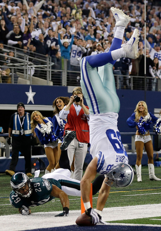 . Dallas Cowboys tight end Gavin Escobar (89) goes in for a touchdown against Philadelphia Eagles strong safety Nate Allen (29) as Bradley Fletcher (24) moves in during the first half of an NFL football game, Sunday, Dec. 29, 2013, in Arlington, Texas. (AP Photo/Tim Sharp)