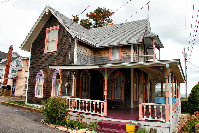 My favorite windows of all the ones I saw on Martha's Vineyard were on the first floor of this home.