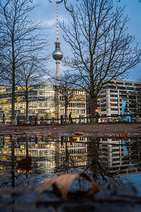 A peek Berliner Fernsehturm.