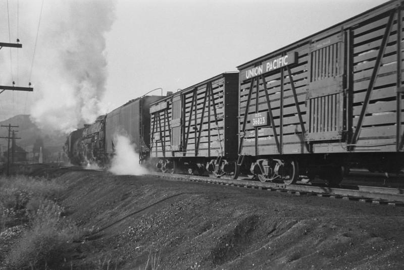 UP_4-6-6-4_3935-with-train_Echo-Utah_Aug-1946_003_Emil-Albrecht-photo-0215-rescan2.jpg