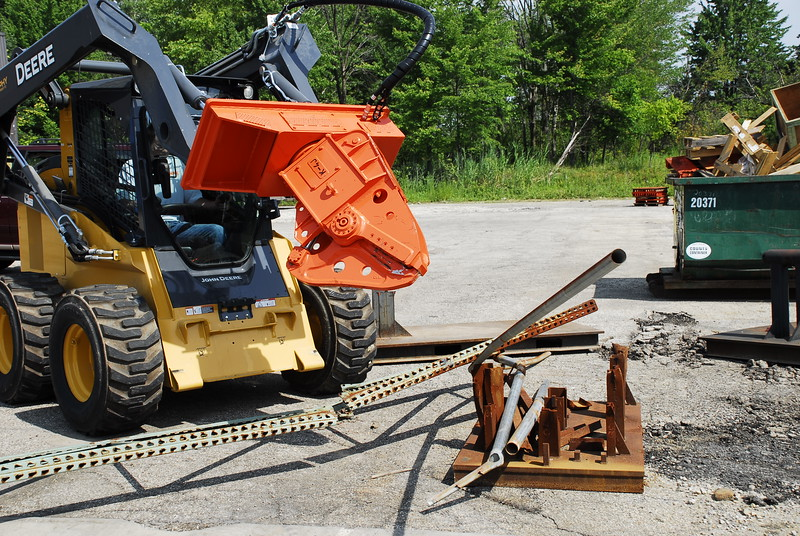 NPK K4JR demolition shear on Deere skid steer  (30).JPG