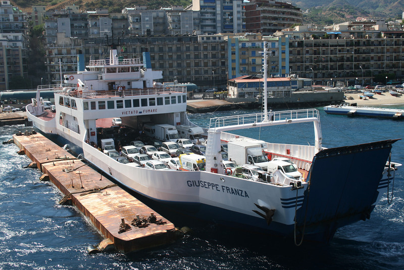 2010 - F/B GIUSEPPE FRANZA embarking in Messina.