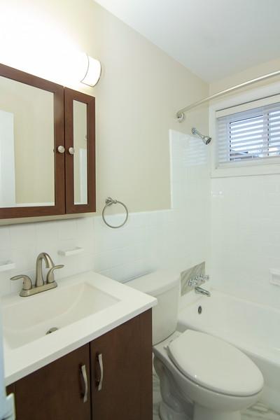 upstairs bath_MG_2749.jpg