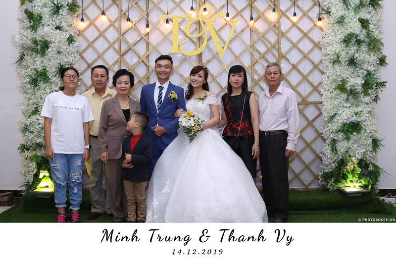 Trung-Vy-wedding-instant-print-photo-booth-Chup-anh-in-hinh-lay-lien-Tiec-cuoi-WefieBox-Photobooth-Vietnam-030.jpg