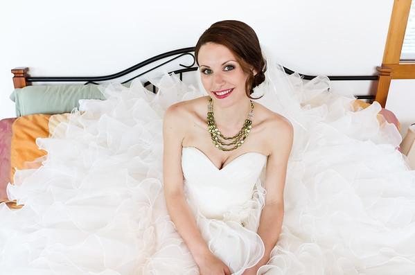 Beautiflu bride sitting on bed