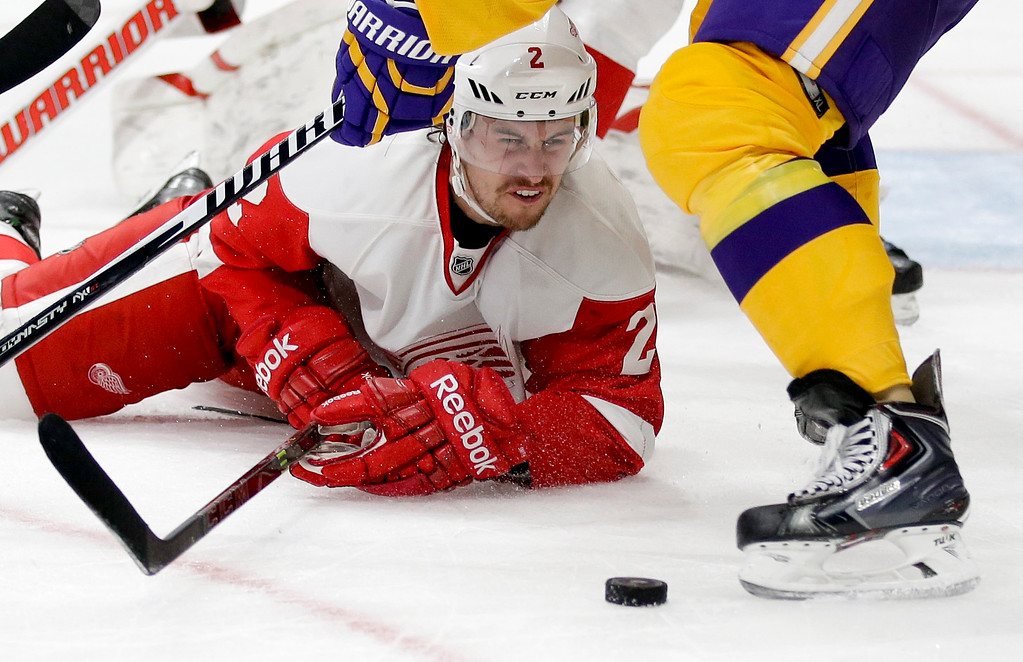 . Detroit Red Wings defenseman Brendan Smith keeps an eye on the puck during the second period of an NHL hockey game against the Los Angeles Kings in Los Angeles, Tuesday, Feb. 24, 2015. (AP Photo/Chris Carlson)