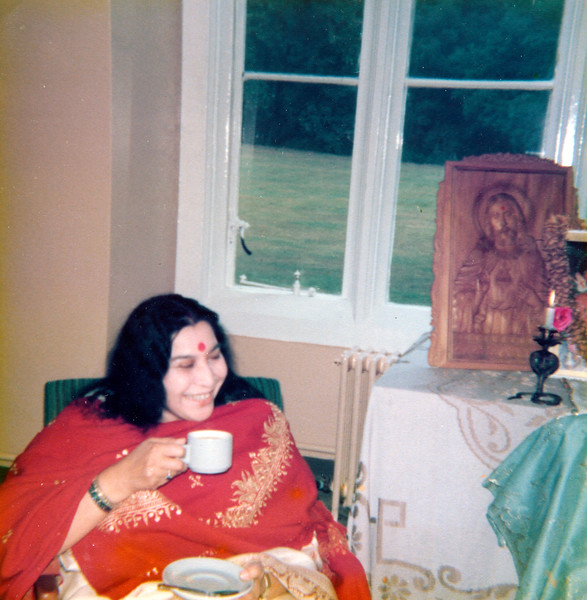 HH Shri Mataji Early UK Photos 1978-001.jpg