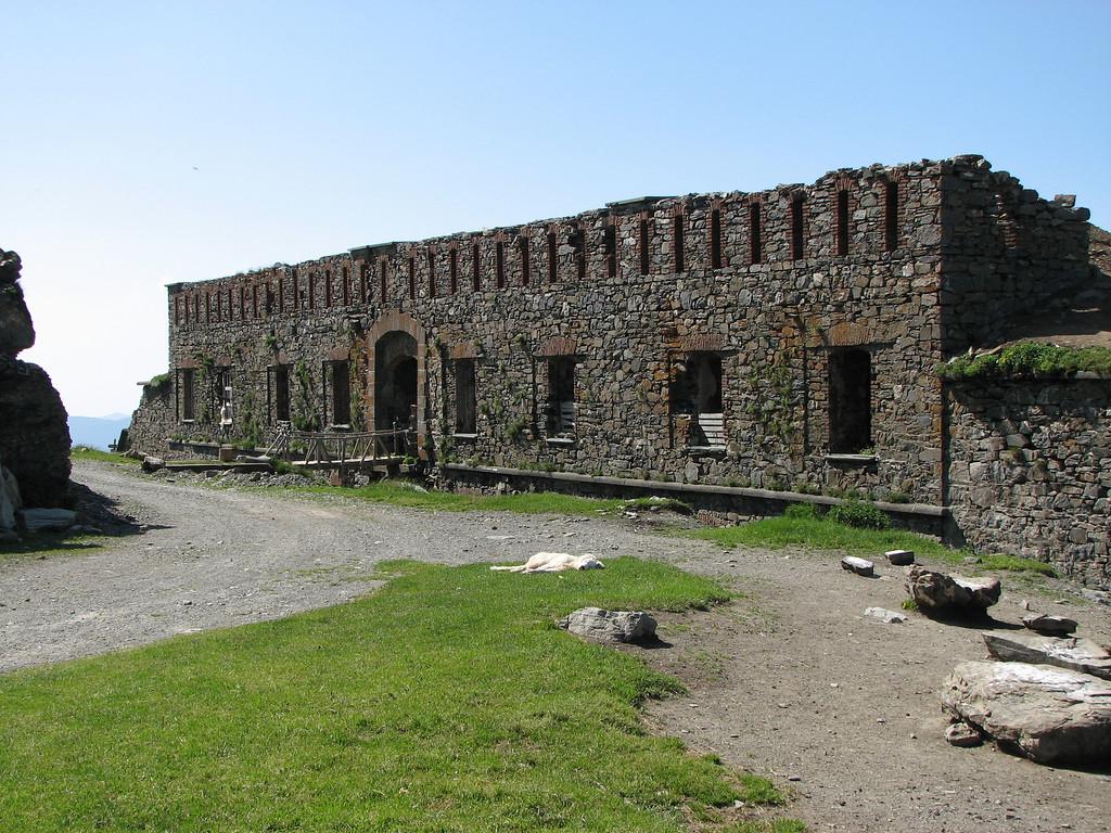Fort Tabourde, in de buurt van Fort Central. Ondertussen verboden voor gemotoriseerd verkeer