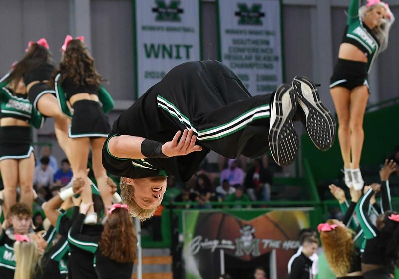 cheerleaders3092.jpg