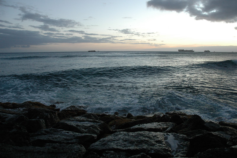 Hawaii - Ala Moana Beach Sunset-127.JPG