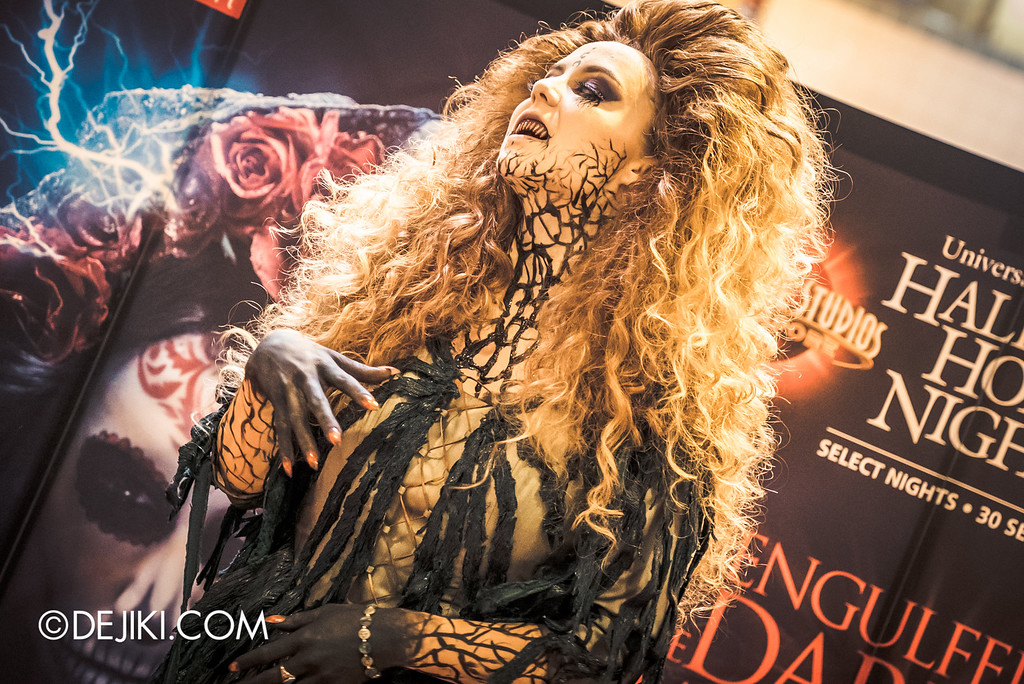 Universal Studios Singapore - Halloween Horror Nights 6 Before Dark Day Photo Report 1 - Salem Witch House / Augusta the Witch detail