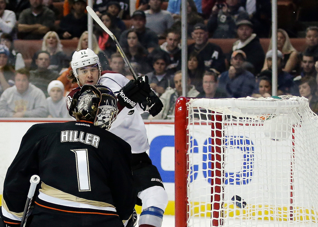 . Anaheim Ducks goalie Jonas Hiller, left, watches Colorado Avalanche right wing P.A. Parenteau\'s shot go into the goal during the first period of an NHL hockey game in Anaheim, Calif., Sunday, Feb. 24, 2013. (AP Photo/Chris Carlson)