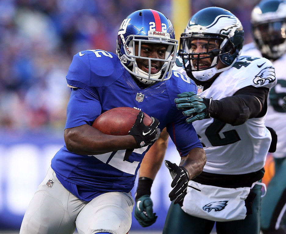 . David Wilson #22 of the New York Giants carries the ball as  Kurt Coleman #42 of the Philadelphia Eagles defends at MetLife Stadium on December 30, 2012 in East Rutherford, New Jersey. The New York Giants defeated the Philadelphia Eagles 42-7.  (Photo by Elsa/Getty Images)