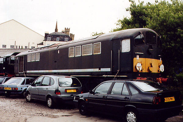 D5705 stands in Castlecroft Yard (Bury) on the 8th July 2000
