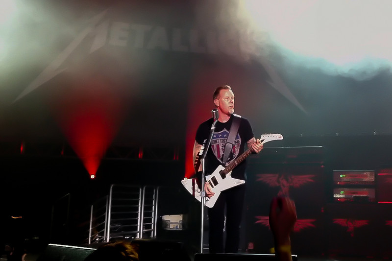 James Hetfield performs Harvester Of Sorrow