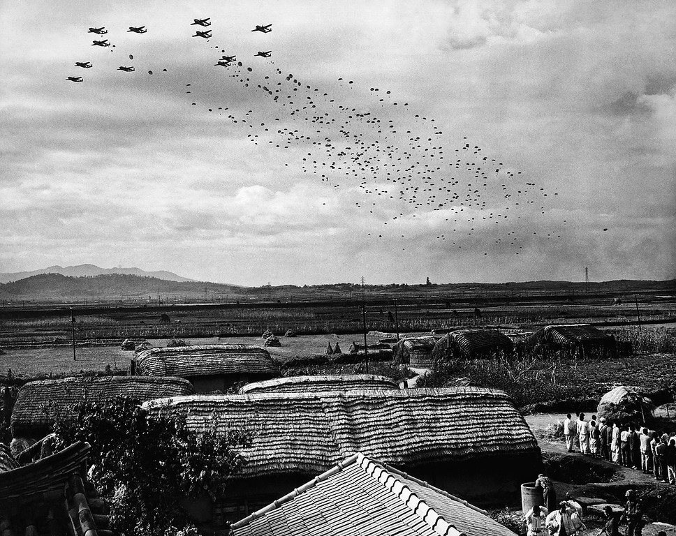 . Paratroopers of the United Nations forces jump from aircraft near the North Korean towns of Sukchon and Sunchon, about Oct. 20, 1950. (AP Photo/Max Desfor)