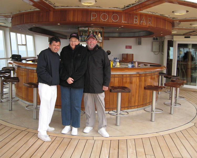 Pedro, me and DRB at the Pool Bar - it was COLD!