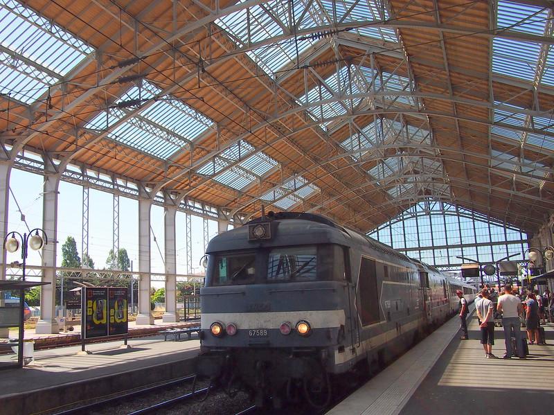 P7256128-train-at-la-rochelle.JPG