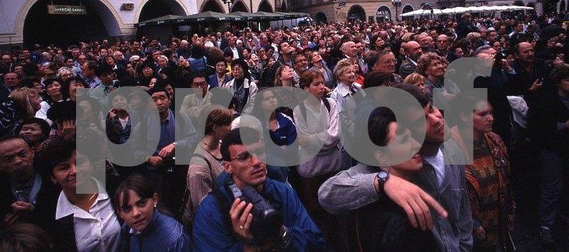 Crowdclock.jpg