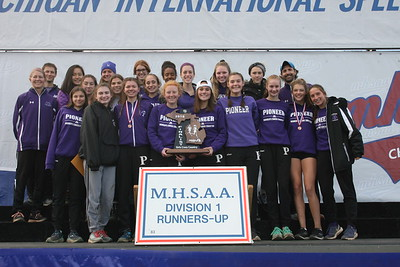 D1 Girls' Team Awards - 2018 MHSAA LP XC Finals