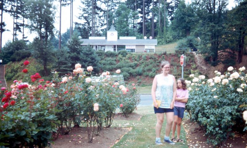 0995 - Jeannette, Linda (8-72).jpg