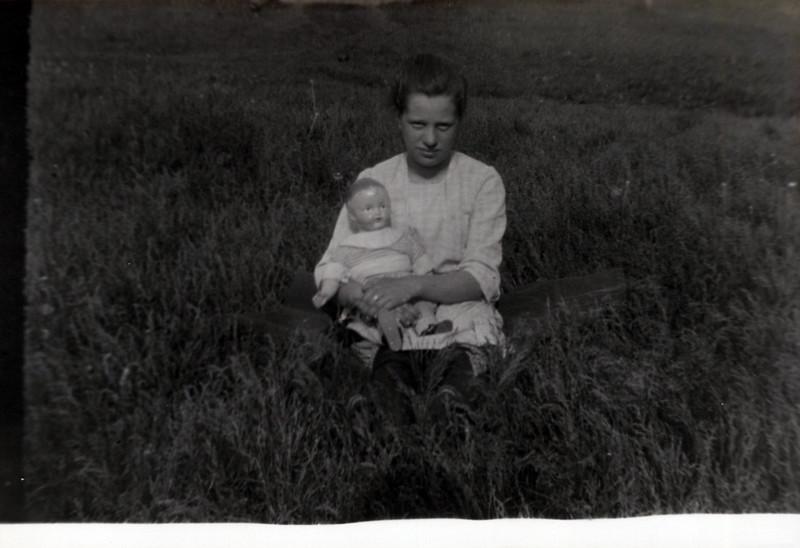 1940 Mabel Boadway Flo's sister.jpeg