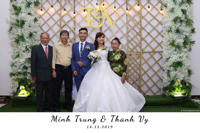 Trung-Vy-wedding-instant-print-photo-booth-Chup-anh-in-hinh-lay-lien-Tiec-cuoi-WefieBox-Photobooth-Vietnam-044.jpg