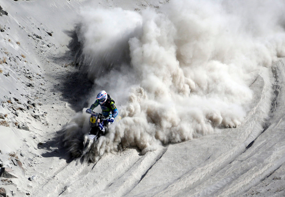. France\'s Olivier Pain rides his Yamaha bike during the 5th stage of the Dakar Rally from Arequipa in Peru to Arica in Chile, January 9, 2013. REUTERS/Jacky Naegelen