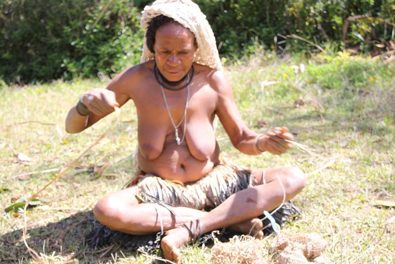 Hela woman casting spell in Lirako