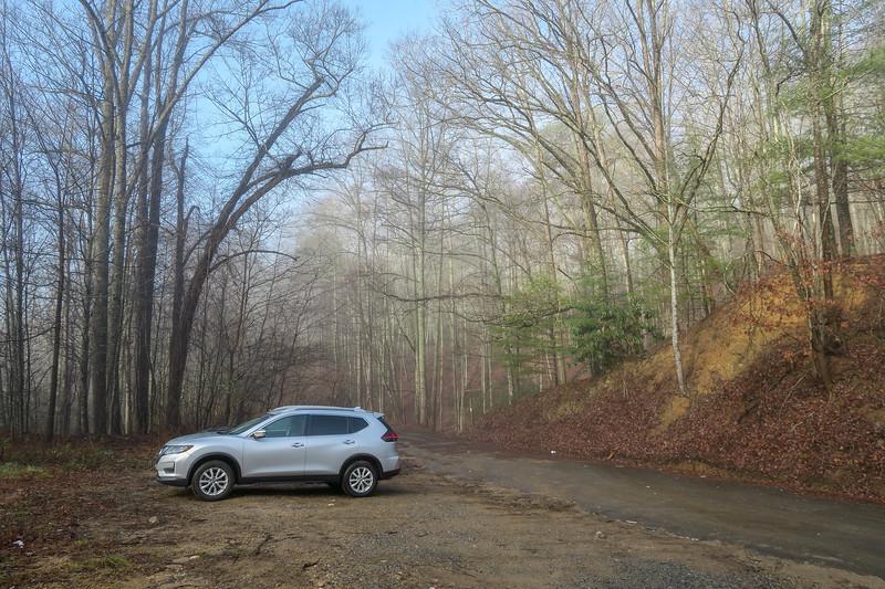 Tanyard Gap Trailhead (Appalachian Trail) -- 2,260'