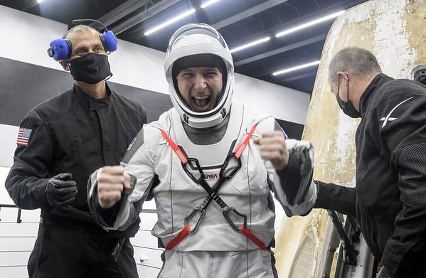 astronaut-nat-050321