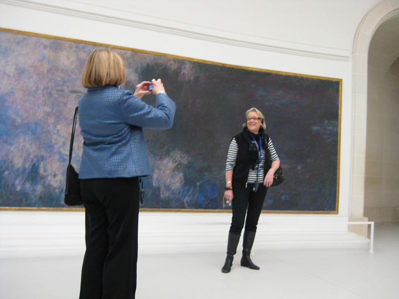 Fellow tourist commemorated with Monet at Musee de l'Orangerie.