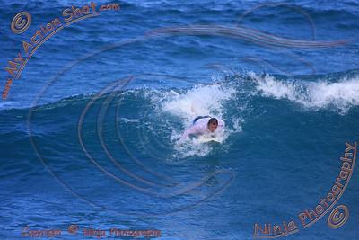 2009_10_07 - Surfing Ehukai, North Shore (OAHU) - Kurt