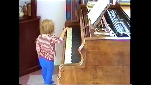 1999v Annie Piano