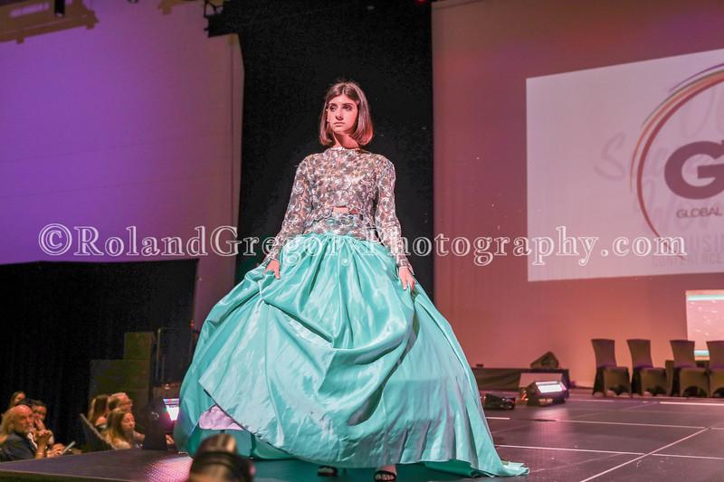 100 Womens Fashion show2019-3394.jpg